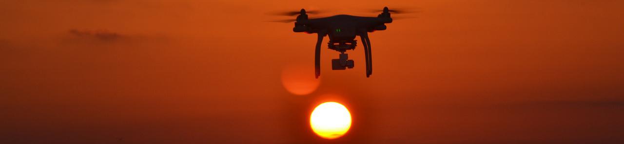 Drohne-im-Sonnenuntergang
